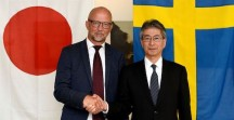 Van links naar rechts: Mr. Martin Sjöstrand, CEO van Powerbox ; Mr. Masato Tanikawa, Cosel President en CEO (beeld: Powerbox Group)'